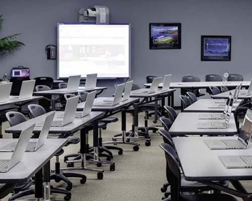 Computer Lab in beta Cambridge School in Doha